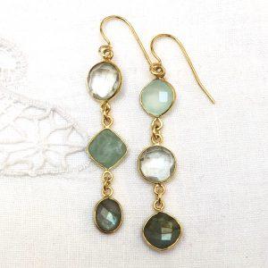 Shine ørehængere, med grønne sten, forgyldt sølv, design Lene Kjølner