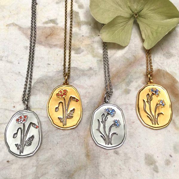Wild Flowers halskæder med sten, valmuer og kornblomster