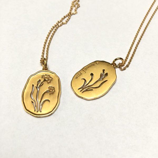 vedhæng kornblomst forgyldt sølv, halskæde fra serien Wild Flowers fra Lene Kjølner